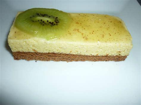 une mousse au chocolat blanc kiwi sur un lit de g 233 noise au chocolat les d 233 lices de titia
