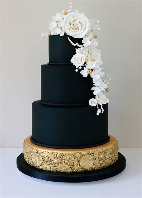 dark wedding cakes  add  gothic flair
