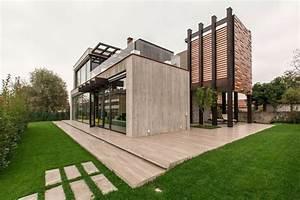 Concrete House In Bologna