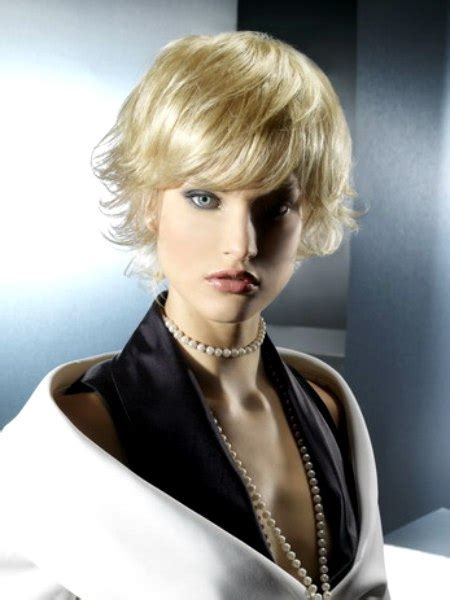 short layered hairstyle  lifted textured ends  volume