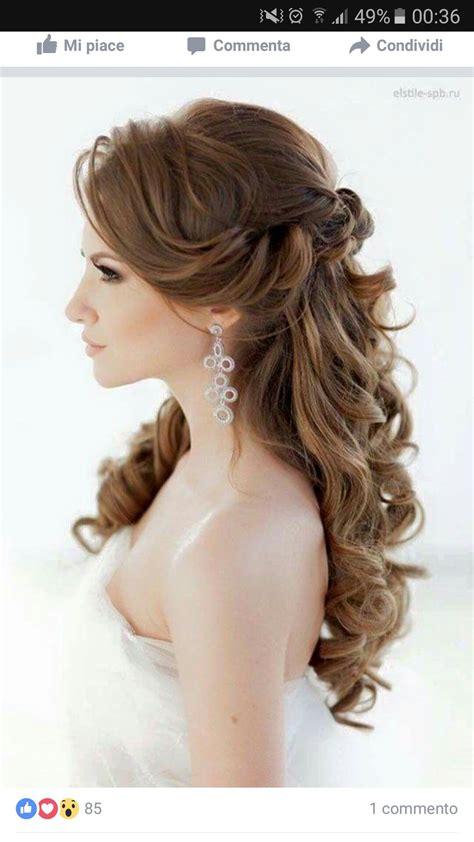 capelli semiraccolti mossi che danno volume capelli