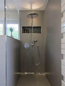 Badezimmer Renovieren Ohne Fliesen : die dusche im familienbad halbhohe wand mit glas bad pinterest badezimmer b der und ~ Markanthonyermac.com Haus und Dekorationen