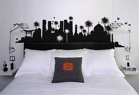hiasan dinding kamar tidur lukisan desain rumah minimalis
