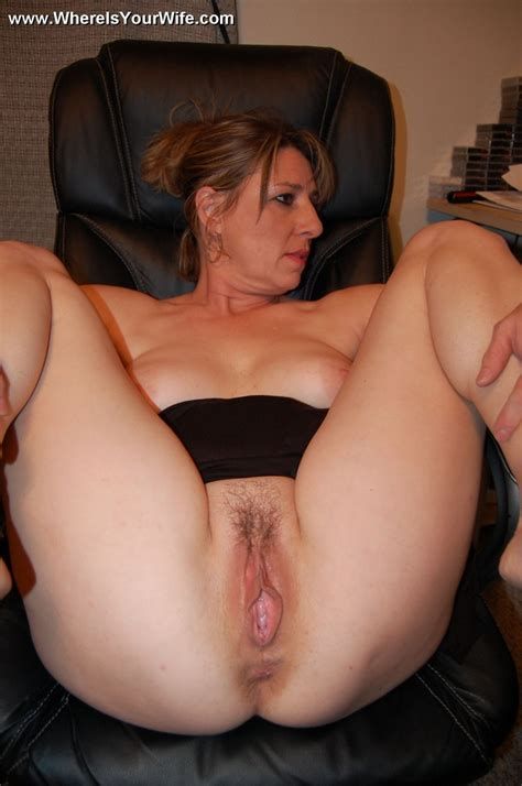 Big Boobed Smily Mature Milf Has No Panties Xxx Dessert