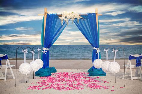 Seaside Kisses   Sun & Sea Beach WeddingsSun & Sea Beach Weddings