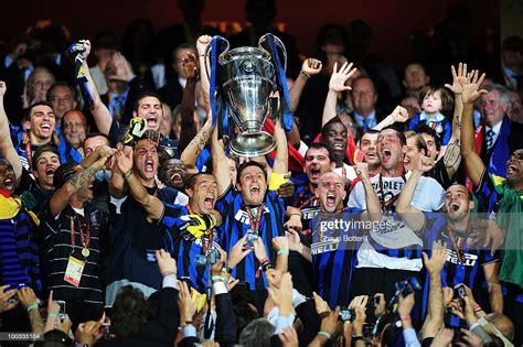 Javier Zanetti of Inter Milan lifts the UEFA Champions ...