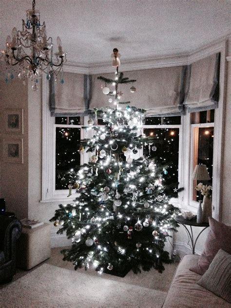 christmas window ideas for bay window bay window tree decor window decorations