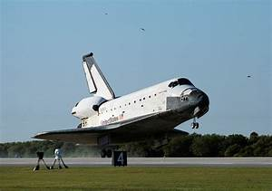 File:Space Shuttle Columbia lands following STS-62 on 18 ...