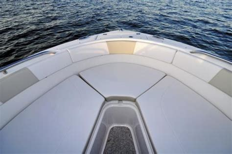 Robalo R227 Boat Test by Robalo R227 Review
