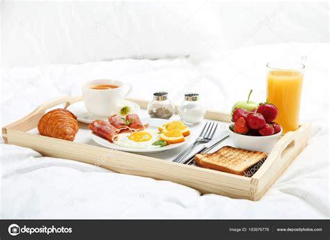 Leckeres Frühstück Bett Auf Tablett Aus Holz — Stockfoto