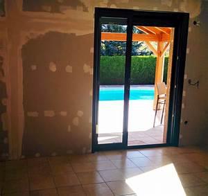 Porte fenetre coulissante a galandage en aluminium gris a for Porte fenetre coulissante galandage
