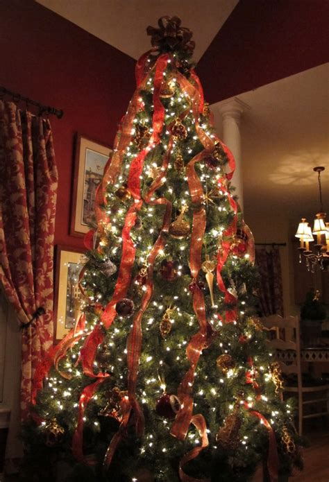 ideas for classic christmas tree decorations happy christmas decorating ideas home bunch interior design ideas