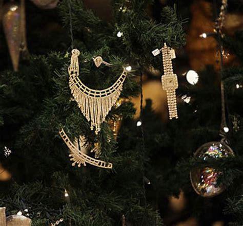 emirate palace christmas tree worth   millions news