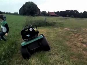 Rasenmähertraktor John Deere : john deere rasenm her traktor jumping over youtube ~ Eleganceandgraceweddings.com Haus und Dekorationen