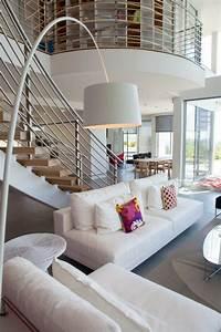 Einrichtungsideen Wohnzimmer Modern : le lampadaire de salon 45 belles id es d co en images ~ Markanthonyermac.com Haus und Dekorationen