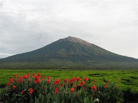 File:Uprising-mount kerinci.jpg - Wikimedia Commons