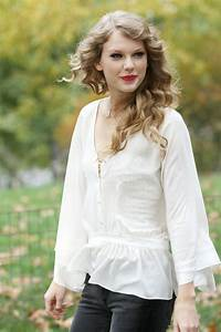 Hot Pictures Wallpaper  Taylor Swift Hot