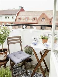 schoner garten und toller balkon gestalten ideen und With französischer balkon mit kleiner holztisch garten