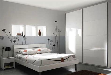 d馗oration pour chambre adulte papier peint moderne pour chambre adulte kirafes