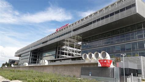 Sede Santander by Santander Pone Su Bandera En El Edificio De Popular