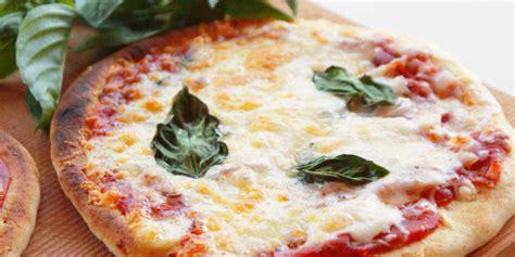 Dosi Per Pizza Fatta In Casa by Ricetta Pizza Fatta In Casa Roba Da Donne