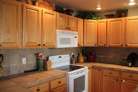 Kitchen Backsplash Pictures With Oak Cabinets by Oak Kitchen Cabinets Here Are Basic Oak Kitchen Cabinets