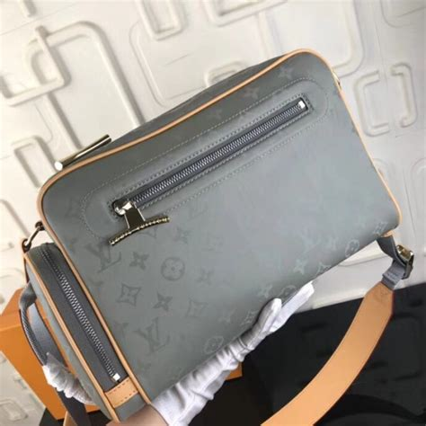 louis vuitton camera bag monogram titanium
