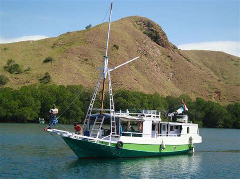 Boat Trip Around Komodo Island by Flores Overland Online 187 Boat Trip Rinca Komodo
