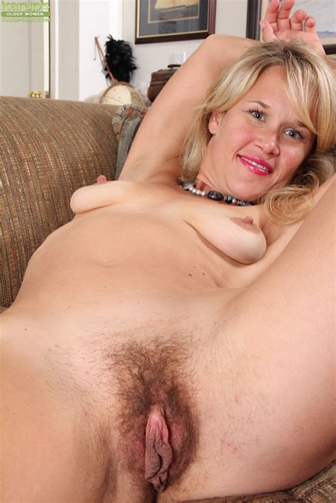 Masturbation Action Featuring Astonishing Blonde Milf