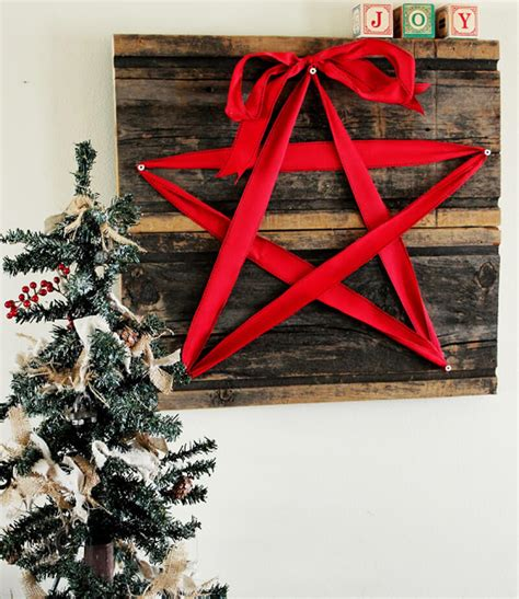 If i were to do this wall art project all over again, i would cover the back of the boards with a new year's themed wrapping paper to stretch the use of the boards all the way through to january. 35 Best Christmas Wall Decor Ideas and Designs for 2021