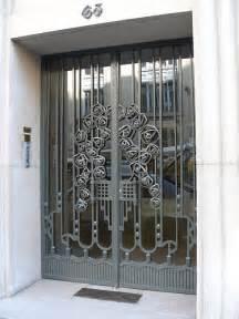 boulevard raspail porte d immeuble en fer forg 233 flickr photo