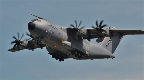 Airbus A400M Impressive takeoff!!! RIAT 2104 - YouTube
