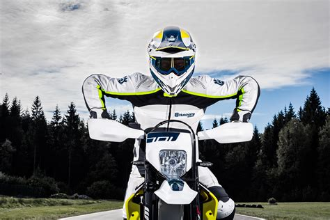 Husqvarna Enduro 701 4k Wallpapers by Wallpaper Husqvarna 701 Supermoto 2017 Automotive