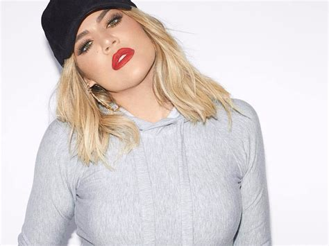 Khloe Kardashian Proudly Shows Off Her Pregnant Belly In A ...