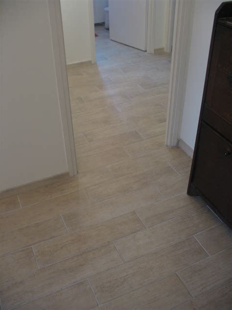 r 233 novation sol d un appartement en carrelage imitation parquet beige blb carrelage