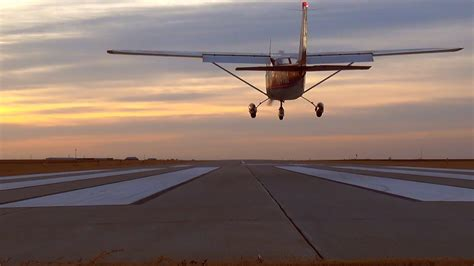 Cessna 172 Flights at Smith Center, Kansas - YouTube