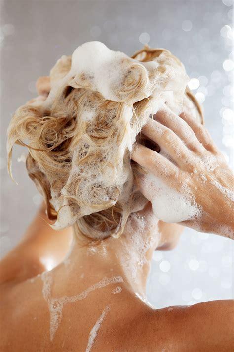 haare waschen fuenf fehler bei der haarwaesche glamour
