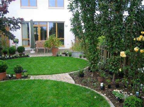 gartengestaltung reihenhaus 1000 ideen zu reihenhausgarten auf bildschirmhaus grillen im freien und gartengrill