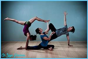 3 Person Yoga Poses For Beginners | Sport Fatare