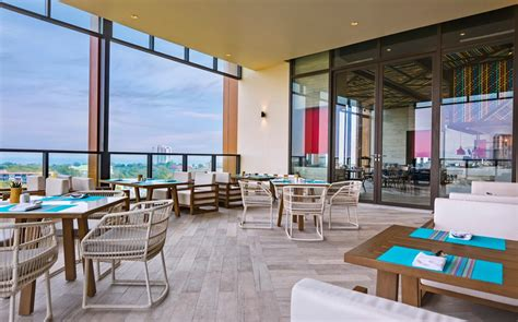 Hua Hin Restaurants | Dine & Wine at Holiday Inn Vana Nava