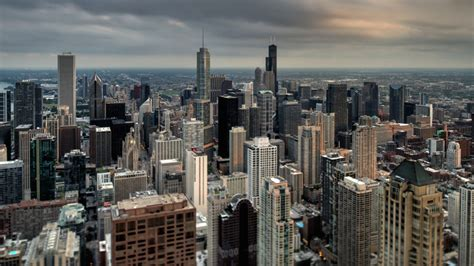 report chicago families   earn   afford