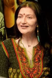 Sarika is a fabulous actor, says Farooq Shaikh - Entertainment