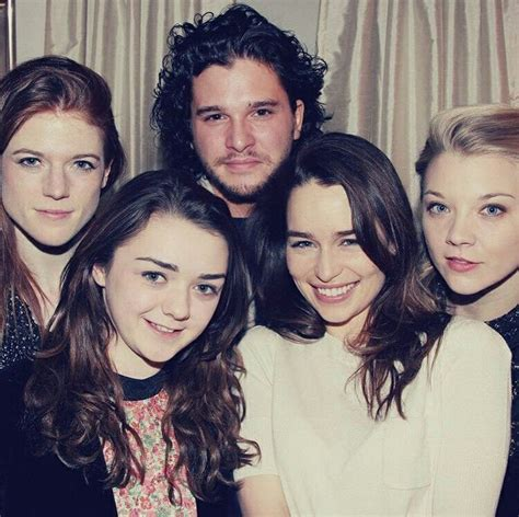 Rose Leslie, Maisie Williams, Kit Harington, Emilia Clarke ...