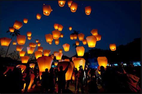 Lanterne Volanti by Mandello Vietate Le Lanterne Volanti E Le Mongolfiere Di