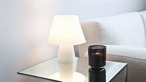 Lampe De Chevet Sans Fil : lampe sans fil un luminaire ing nieux westwing ~ Teatrodelosmanantiales.com Idées de Décoration