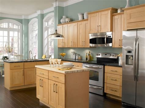what color to paint kitchen with light maple cabinets