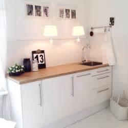 küche holz modern weiße küchen mit holzarbeitsplatten die schönsten ideen instagram