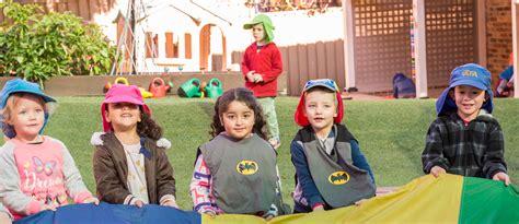 daily routine day preschool baulkham 168 | holding rainbow