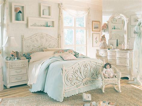 Antique White Bedroom Furniture  Raya Furniture
