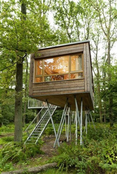 baumhaus ohne baum tiny houses schreibtisch stuhl und strickleiter fertig ist das baumb 252 ro tiny houses